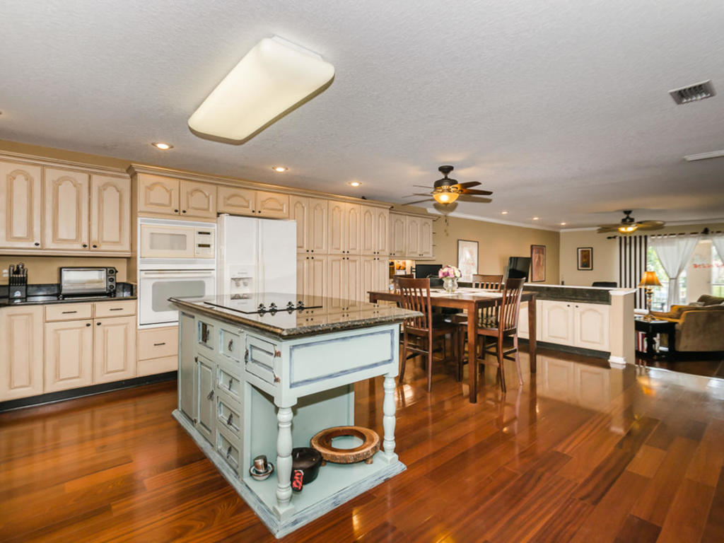 1117-pinellas-bayway-s-saint-mls_size-017-33-kitchen-3-1024x768-72dpi